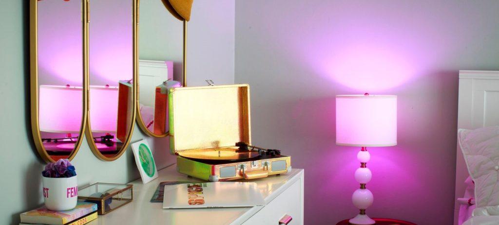 Slimme verlichting geeft de juiste sfeer in iedere kamer van een smart huis.