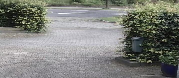 een slimme camera laat beelden van de oprit zien