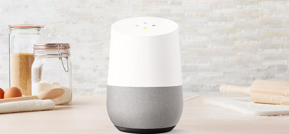 beeld van Google Home slimme speaker in de keuken
