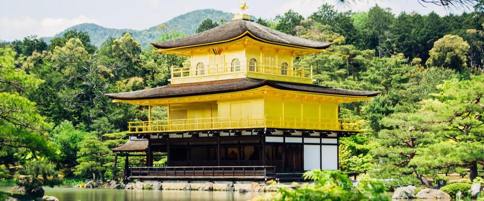 rustgevend beeld van gouden tempel in Kyoto - Japan